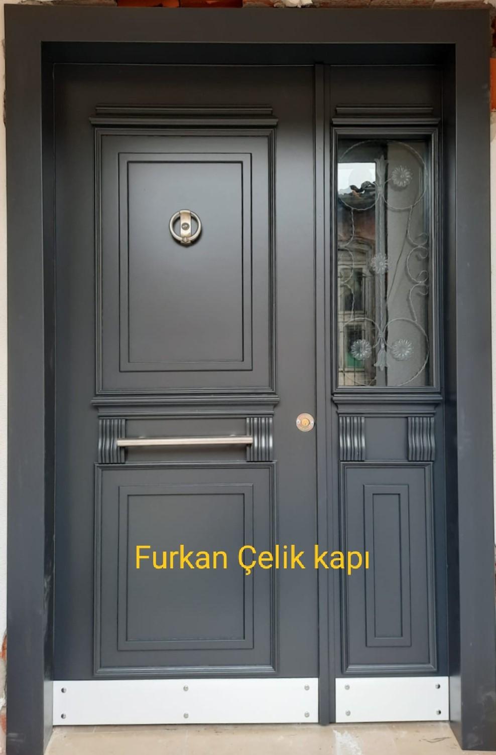 F 52 apartman dış kapısı