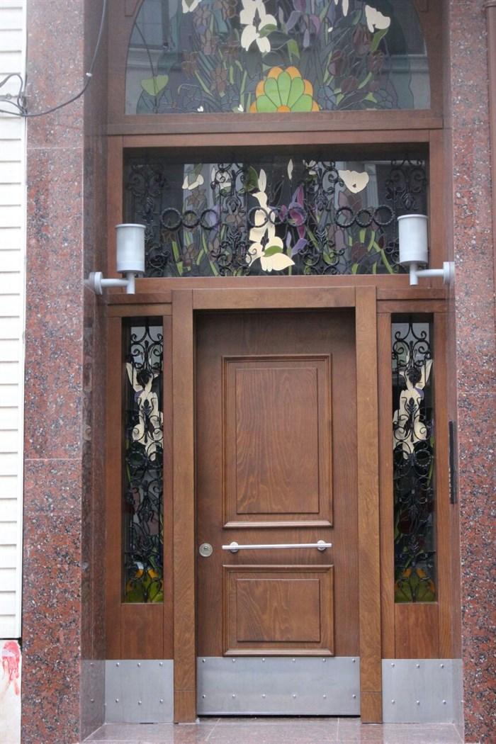Apartman kapısı bina giriş kapıları. dış mekan kapınızı yenisi ile çok daha uygun fiyata değiştiriyoruz.